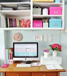 My friend Patricia's desk at home. I like! @Patricia Villa