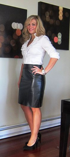 hot women with sexy legs ❤ Sexy Outfits, Skirt Outfits, Black Leather Skirts, Leather Dresses, Tight Leather Pants, Pvc Rock, Sexy Rock, Pvc Skirt, Satin Bluse