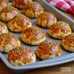 Peynirli Kıyır Poğaça Gourmet Recipes, Cooking Recipes, Bakery Menu, Bread And Pastries, Vegetable Drinks, Turkish Recipes, Healthy Eating Tips, Snacks, Pain