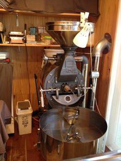 山田屋珈琲店     美味しいい自家焙煎珈琲販売店   富士ローヤルの焙煎機です。     高松市屋島西