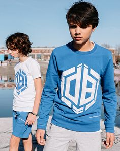 4540d218819f16 Vingino x Daley Blind Nino sweater in de kleur Pool blue. Deze stoere  blauwe trui
