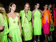 Models lined up - Christopher Kane SS Christopher Kane, Neon Outfits, Fashion Outfits, Fashion Trends, Models Backstage, Neon Nights, Neon Colors, Bold Colors, Bleu Marine