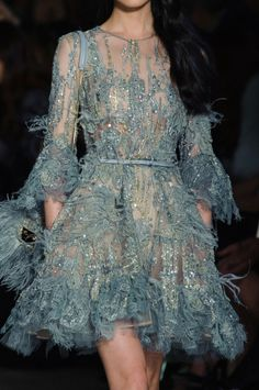 View all the detailed photos of the Elie Saab haute couture spring 2015 showing at Paris fashion week. Read the article to see the full gallery. Elie Saab Couture, Valentino Couture, Chanel Couture, Style Haute Couture, Couture Mode, Couture Details, Couture 2015, Spring Couture, Runway Fashion