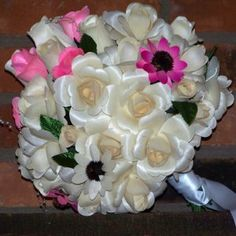 Blooming white wooden roses express everlasting love - love stronger than death, an eternal love. Wooden Roses, Everlasting Love, 2 Colours, Floral Wreath, Bloom, Wreaths, Crafts, Home Decor, Manualidades