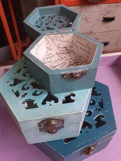 #matrioskas  Before and after 👇 maderademindi.blogspot.com.es #maderademindi . .   #restauracion #restaurando #decor #cajas #matrioshka #russiandoll #creative #transformando #decoracion #reciclaje #ideas #desing #painting #creando #restauracionmuebles #restoration #homedecor #lovedecor #lovedesing #beauty #paint #paper #homemade #photographylovers #photography Reciclaje Ideas, Decorative Boxes, Painting, Home Decor, Furniture Restoration, Crates, Wood, Decoration Home, Room Decor