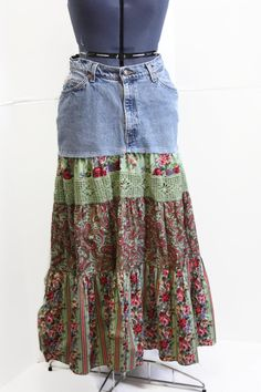 Upcycled Jeans Skirt Hippie Patchwork Skirt door Sweetbriers