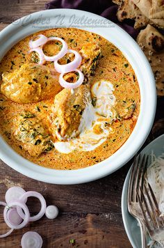 Easy and best fresh methi chicken recipe step by step. Hyderabadi Methi chicken curry with malai aka methi murgh is a spicy gravy of chicken cooked with fresh fenugreek leaves & masala. An irresistible fenugreek chicken curry recipe you will ever love. Indian Chicken Recipes, Indian Food Recipes, Chicken Curry Recipes, Authentic Indian Recipes, Kashmiri Recipes, Easy Chicken Curry, Kitchen Recipes, Cooking Recipes, Oven Recipes