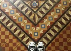 Centre Cívic Can Deu # #pregonda13 #centreciviccandeu #modernista #lescorts #igerslescorts #barcelona #barcelonagram #rajoles #tileporn #tiles #tileart #tileinthewild #tileaddiction #ihavethisthingwithfloors #azulejos #floorthatilove #geometry #chaoqueeupiso #baldosas #momentsinstagram #original #converseallstar #converse #allstar #instagood #instalove #instalike #rajoleshidrauliques #geometria by pregonda13