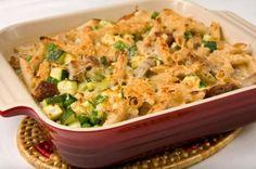 Coupez en tranches fines les courgettes et placez en la moitié dans le fond du plat à gratin.
