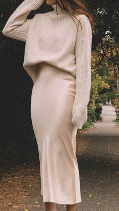 Sarah Butler of Sarah Roberts wearing fall chunky cream sweater and silk skirt in Seattle. Source by lenahalberstadt and skirts Sarah Butler of Sarah Roberts wearing fall chunky cream sweater and silk skirt in Seattle. Source by lenahalberstadt and skirts Fall Winter Outfits, Autumn Winter Fashion, Autumn Fall, Winter Ootd, Autumn Cozy, Autumn Style, Modest Fashion, Skirt Fashion, Birthday Outfit