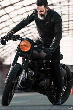 Bullet Bike Royal Enfield Pictures Ideas For 2019 Motos Royal Enfield, Enfield Bike, Enfield Motorcycle, Motorcycle Style, Motorcycle Outfit, Motorcycle Posters, Bobber Motorcycle, Motorcycle Garage, Classic 350 Royal Enfield