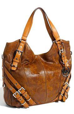 Çantanızın gösterişli bir modelde olmasını tercih ediyorsanız...