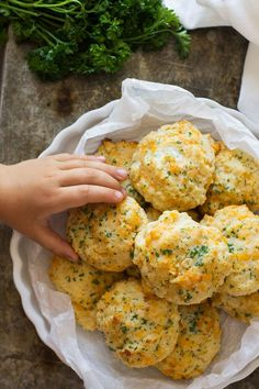 These Garlic Cheddar Biscuits are an easy and quick recipe plus they taste almost the same as Red Lobster's biscuits!!