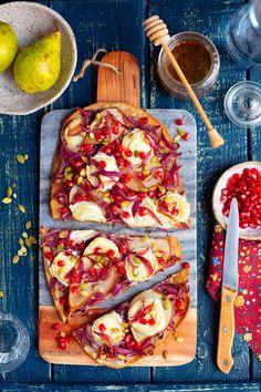 Podpłomyki z kozim serem i cebulą Pizza Tarts, Vegetable Pizza, Vegetables, Breads, Food, Gastronomia, Pizza, Bread Rolls, Essen
