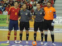 Capitanes y árbitros. @SeFutbol España-Grecia. Homenaje a Kike Boned. Ginés Rubio @grl48