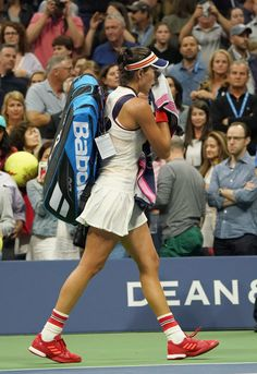Garbine Mugurusa of Spain walks off the court after losing to Petra Kvitova of the Czech Republic during their 2017 US Open Women's Singles match at the USTA Billie Jean King National Tennis Center in New York on September 3, 2017..Two-time Wimbledon champion Petra Kvitova advanced to the US Open quarter-finals by eliminating Spanish third seed and reigning Wimbledon champion Garbine Muguruza 7-6 (7/3), 6-3. / AFP PHOTO / DON EMMERT