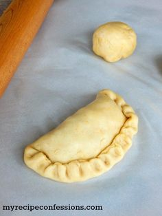 This Argentine Empanadas is the only recipe you will ever need! The easy dough recipe results in a delicious flaky crust and the beef filling is beyond amazing. You can also fill the empanadas with chicken, ham and cheese, or even spinach and cheese. Side Recipes, My Recipes, Dessert Recipes, Cooking Recipes, Dinner Recipes, Beef Empanadas, Empanadas Recipe, Empanadas Argentinas Recipe, Pistolettes Recipe