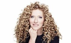 The Best Interior Designers in London Right Now ⇒ From the Legacy of Zaha Hadid to the iconic style of Tom Dixon or Kelly Hoppen, in this article. Famous Interior Designers, Top Designers, Kelly Hoppen, Curly Girl Method, Best Interior, Curly Hair Styles, Interview, Fashion Design, Beauty