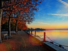 Goldener Oktober in Balatonfüred. Budapest, Where The Heart Is, Fall Halloween, Hungary, Places To Visit, Boat, Sunset, World, Travel