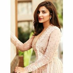 Beautiful Pari for latest issue of a Wedding Mag. Yay or Nay? Hot Actresses, Indian Actresses, Bollywood Fashion, Bollywood Actress, Parineeti Chopra, Ethnic Looks, Girls Dpz, Indian Beauty, Celebrities