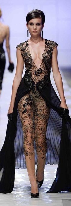 Fausto Sarli Fall Winter Haute Couture -- I actually kinda like this! Fashion Moda, High Fashion, Fashion Show, Womens Fashion, 1950s Fashion, Fashion Outfits, Elegant Dresses, Nice Dresses, 1950s Dresses