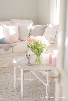 Love the table, flowers, and natural light❤️