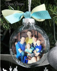 diy manualidades Create your own DIY glass photo ornament by ing this simple tutorial. Glass photo ornaments make a wonderful Christmas gift, or holiday keepsake. Diy Photo Ornaments, Photo Christmas Ornaments, Clear Ornaments, How To Make Ornaments, Diy Christmas Gifts, Christmas Photos, Christmas Decorations, Holiday Decor, Picture In Ornament