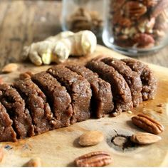 Raw gingerbread cake Ingrediants: 1 cup pecans 1 cup almonds 3/4 cup dates cinnamon 1 tbs ground ginger put in food processor and refrigerate