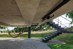 Pilotis - Concreto Aparente - Casa Contemporânea em Tibau do Sul - Casa da Praia - Yuri Vital -  Construtora Podium - Praia do Pipa - Escada Externa - Fotos Nelson Kon