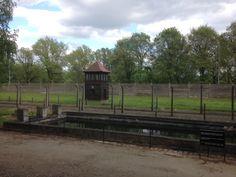Waterreservoir Auschwitz, uit de lucht moest dit op een zwembad lijken. Zichtbaar zijn startblokken en een duikplank. Cabin, House Styles, Home Decor, Warsaw, Poland, Homemade Home Decor, Cabins, Cottage, Decoration Home
