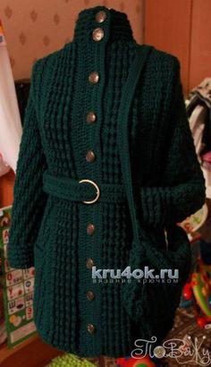 Пальто-шинель а-ля Шанель + сумочка, авторская работа. Пряжа HARMONY 45% шерсть, 55% акрил, 110 м, 100 гр. (6320 темно-зеленый). Связано единым полотном без