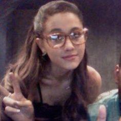 Ari is soooo cute Ariana Grande Cute, Ariana Grande Pictures, Ariana Grande Facts, Cat Valentine, Rare Pictures, Rare Photos, Victorious Cast, Doja Cat, Dangerous Woman
