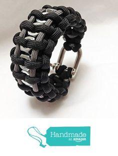 Men& paracord survival bracelet ~ black menswear ~ hex nuts ~ D pin shackle from Grey Llama Paracord Bracelet Designs, Paracord Projects, Bracelet Crafts, Paracord Bracelets, Bracelets For Men, Beaded Bracelets, Paracord Braids, Paracord Knots, Paracord Weaves