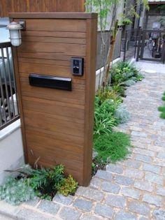 オープンエクステリア施工事例 / ナチュラル エクステリア 施工例、芝生、和洋折衷、ウッド 門 壁、自然素材 外構 施工例