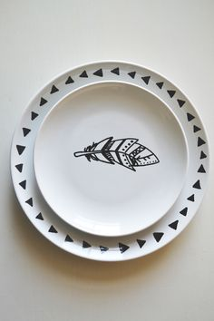 urban nester: diy decorated plates. I'm gonna dollar store it up and make my own custom china. :)