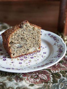 バナナ×カルダモン。ジンジャーパウダーや黒ゴマきな粉も加わって、スパイシーで風味豊か。こんなケーキをさらりと作って、おもてなしできたら、素敵です。
