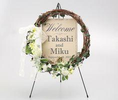 ナチュラルリースウェルカムボード Wedding Welcome Board, Welcome Boards, Flower Boxes, Flower Frame, Wedding Night, Diy Wedding, Japanese Florist, Flower Decorations, Wedding Decorations