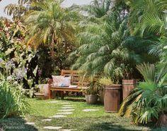 Jardim com horta e área de relaxamento