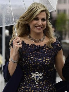 Queen Máxima of the Netherlands Queen Fashion, Royal Fashion, Estilo Real, Dutch Royalty, Queen Maxima, Royal Jewels, Queen B, Lace Design, Special Occasion Dresses