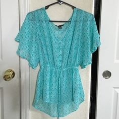 Teal Flowy blouse New without tags. Sheer..V neck. Cute button detail ,elastic at the waist (Not adjustable)Slightly hi low .bat wings :) Forever 21 Tops Blouses