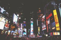 Dans nos rues : plus d'art, moins de publicités Un tour d'horizon des initiatives publiques et privées qui visent à réduire la place qu'occupent les publicités... au profit d'œuvres d'art.