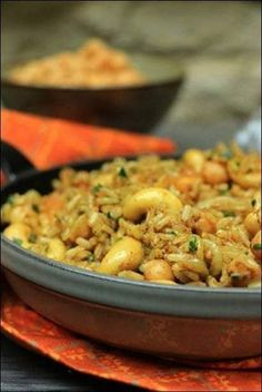 Spicy rice with chickpeas, cashews and grilled onions ~ Happy taste buds - cuisine - Vegetarian Recipes Rice Recipes, Meat Recipes, Vegetarian Recipes, Vegetarian Sweets, Asian Recipes, Vegan Breakfast Recipes, Healthy Dinner Recipes, Breakfast Healthy, Spicy Rice