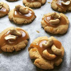 cuisinedemememoniq:  Cookies aux noix de cajou #cookies #caramel...