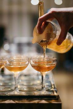 Cointreau Fizz: Drinken som vælter G&T af pinden Liquor Drinks, Juice Drinks, Cocktail Drinks, Yummy Drinks, Alcoholic Drinks, Beverages, Champagne Cocktail, Cointreau Cocktails, Aperol