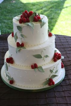 THE WEDDING CAKE !! It was mainly raw, 100% vegan, organic, gluten ...