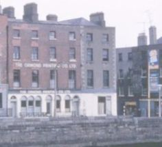 Dublin quay 1962 Back In The Day, Dublin, Old Photos, Ireland, Explore, Signs, Old Pictures, Vintage Photos, Shop Signs