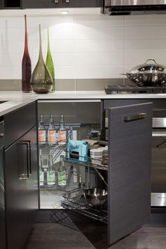 smart kitchen storage Kitchen Inspiration, Kitchen Ideas, Kitchen Decor, Smart Kitchen, Kitchen Storage, Smart Storage, Storage Ideas, Getting Organized, Home Organization