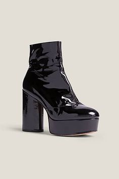 Take your style to new heights with these glam rock-inspired chunky heeled boots. A signature Marc Jacobs platform with luxurious liquid patent leather adding a chic, shiny finish and stunning Heel, Pitch• 70s Glam Rock, Rock Boots, Marc Jacobs Shoes, Patent Shoes, Platform Boots, Patent Leather, Heeled Boots, Peep Toe, Heels