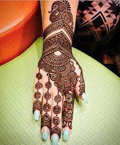 Apply these best Party Mehndi design that helps in bringing out your beauty. Here are Some Trendy and stylish Party Mehndi Designs. Back Hand Mehndi Designs, Latest Bridal Mehndi Designs, Mehndi Designs 2018, Modern Mehndi Designs, Mehndi Design Pictures, Mehndi Designs For Girls, Simple Arabic Mehndi Designs, Wedding Mehndi Designs, Dulhan Mehndi Designs