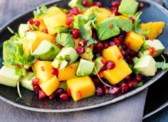 This colorful and refreshing mango salad is superb as an accessory for salmon, k … – Healthy Foods Food N, Good Food, Food And Drink, Yummy Food, Healthy Dessert Recipes, Clean Eating Recipes, Vegan Recipes, Healthy Foods, Mango Salat